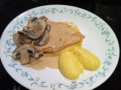 Sous vide chicken breast (cooked between 60.5 and 70 degrees celsius in a cheap, fluctuating home setup) with pomme puree and a creamy cepe and white mushroom sauce